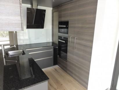 Küche und Bad in Grau